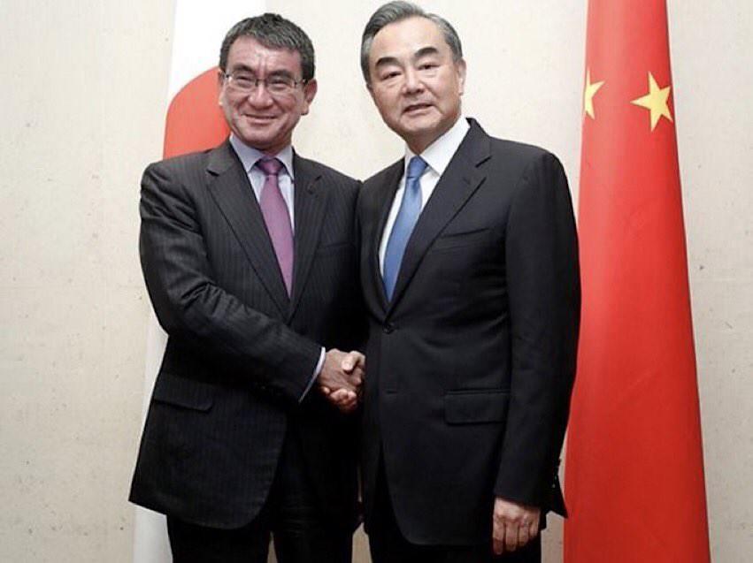 河野太郎と王毅(中国)外相
