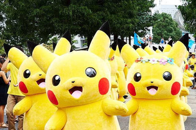 横浜みなとみらい地区にて、1000匹のピカチュウが大量発生!