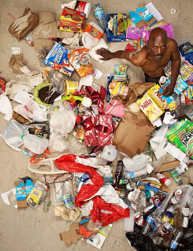 黒人の中年男性が1週間で出したゴミの量・内訳