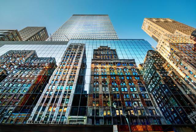 写真トリック:窓ガラスに映り込む、ニューヨークのビル街