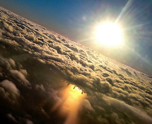 写真トリック:ミシガン湖に映しだされたシカゴの街