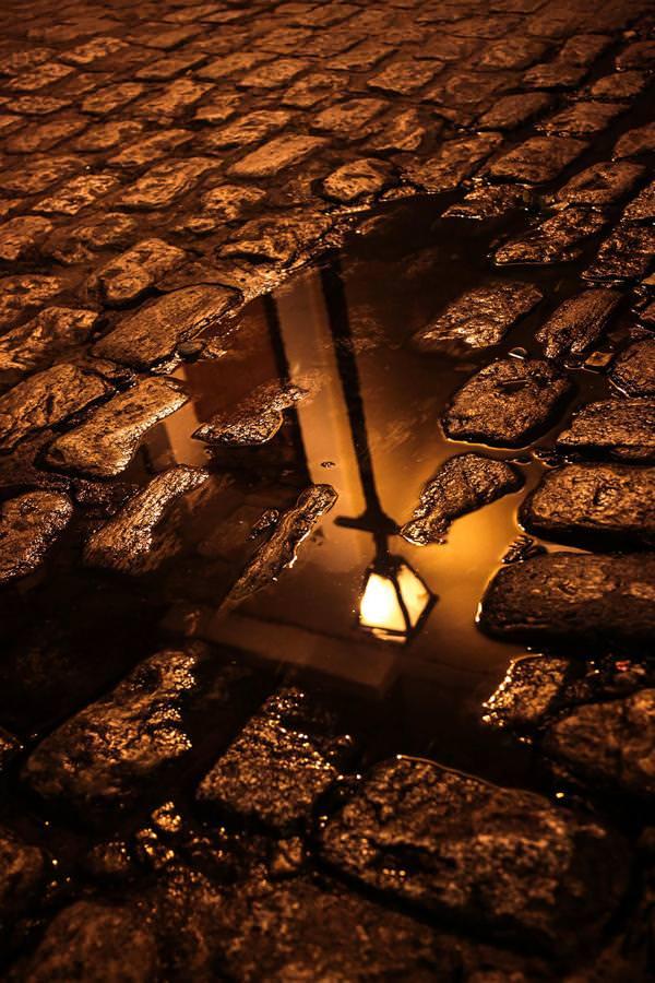 写真トリック:水たまりに映しだされた街灯