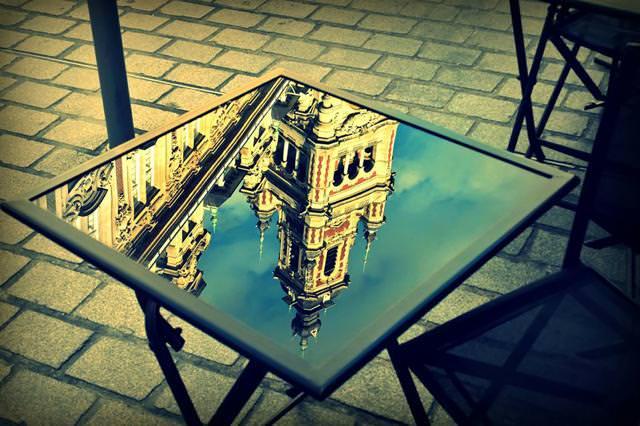 写真トリック:テーブルに映り込んだ宮殿