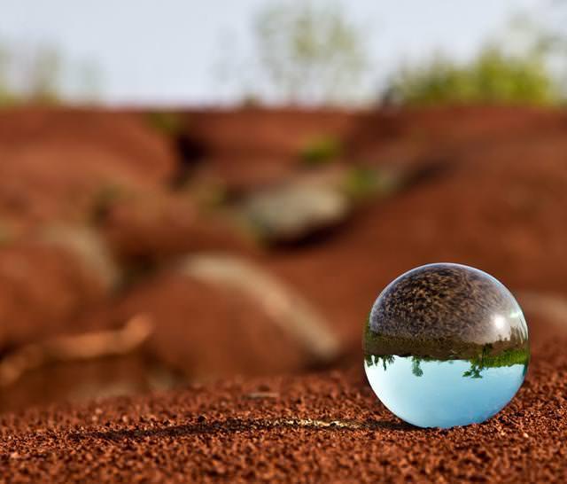 写真トリック:水晶球に映し出された反世界