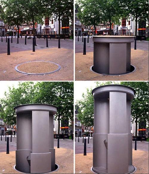 面白トイレ:使用時に地面から出現
