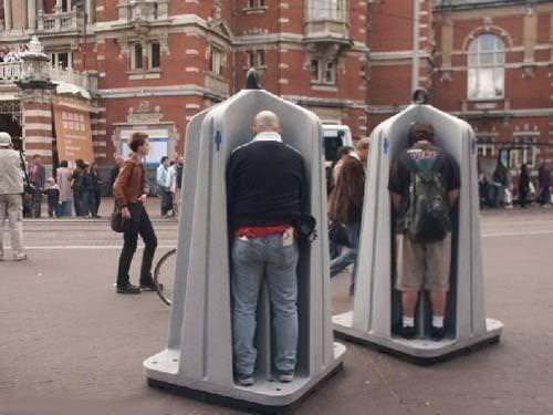 面白トイレ:路上の公衆トイレ