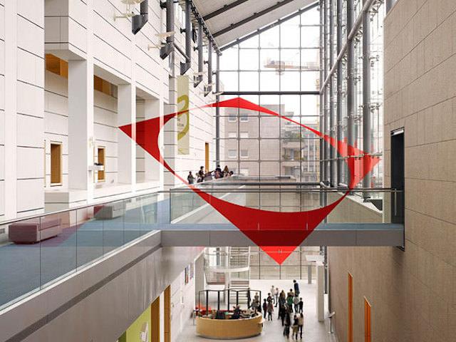 アナモフィックアート3:吹き抜けの建物中央に浮かび上がる大きな正円