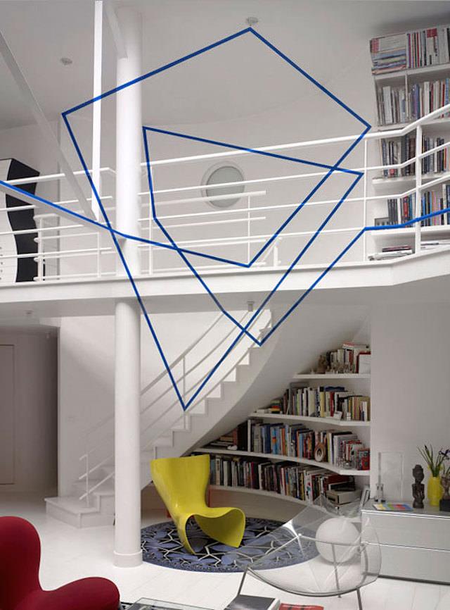 アナモフィックアート11:お洒落な室内に浮かび上がるカクカクの渦巻き