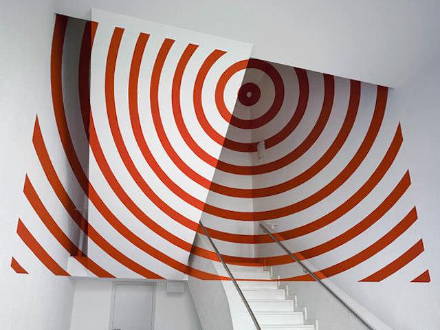 アナモフィックアート16:天井の角に吸い込まれそうな同心円