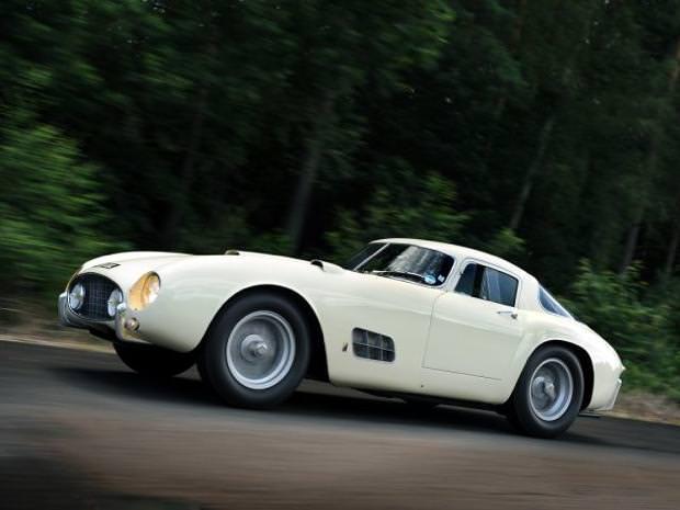 クラシックカー:フェラーリ(1958 Ferrari 250 GT LWB California Spider)