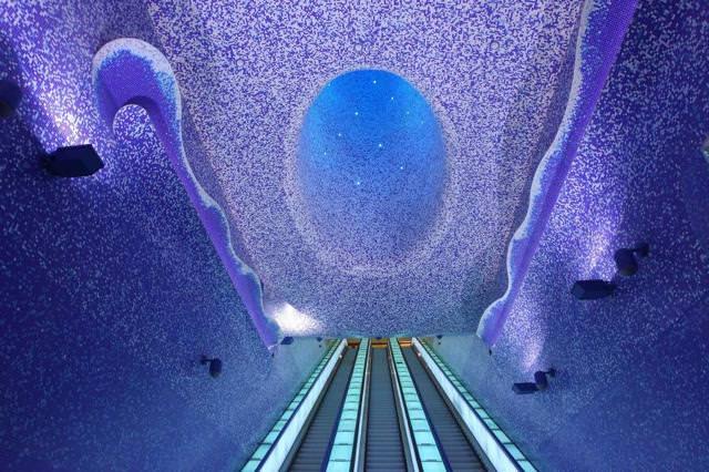 美しい地下鉄駅:Toledo駅(イタリア-ナポリ)