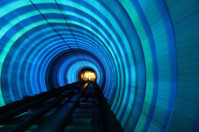 美しい地下鉄駅:Bund Sightseeingトンネル(中国-上海)