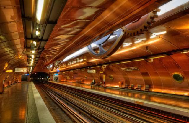 美しい地下鉄駅:Arts et Métiers駅(フランス-パリ)