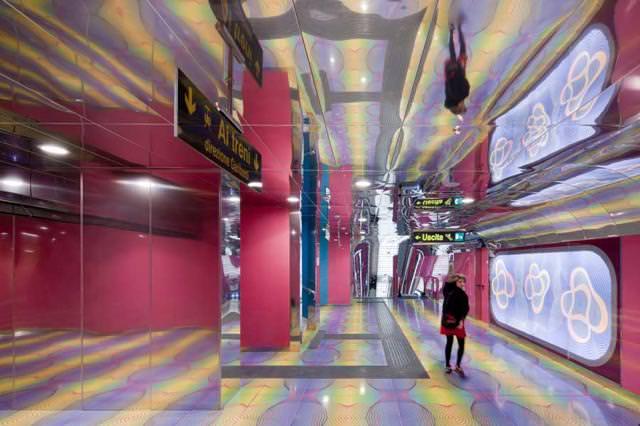 美しい地下鉄駅:University Of Naples駅(イタリア-ナポリ)