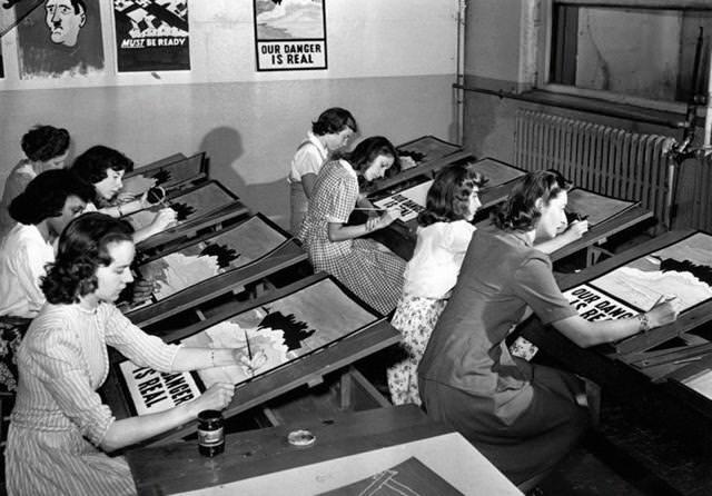 第二次世界大戦のプロパガンダポスター作成。ニューヨークにて(1942年7月8日)