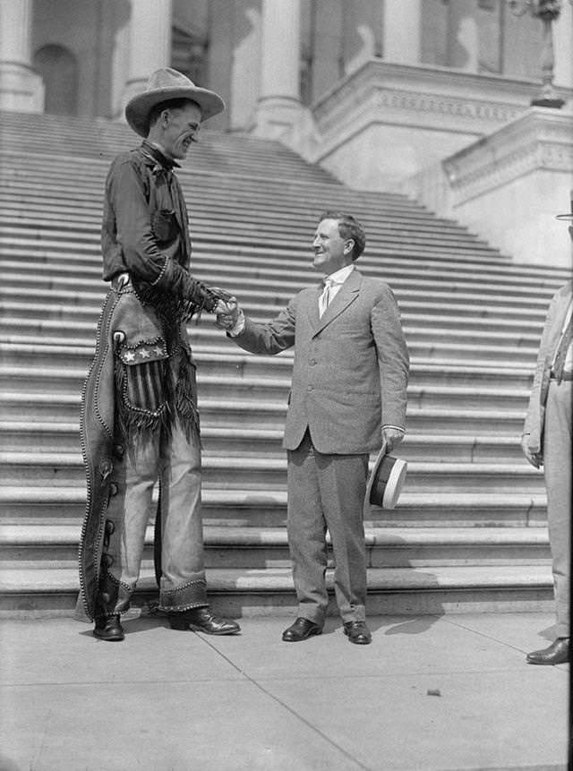 ラルフ・E・マドセンと、上院議員モリスシェパード(1919年)