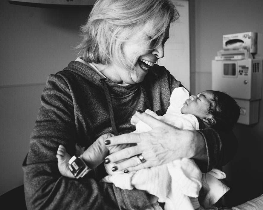 白人ファミリーの元に養子にきた黒人の赤ちゃん