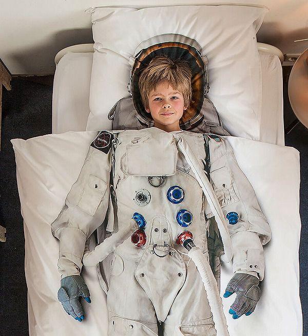 お洒落なデザインの枕カバー&ベッドカバー:宇宙飛行士
