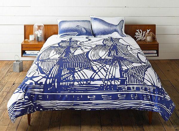 お洒落なデザインの枕カバー&ベッドカバー:船とクジラ