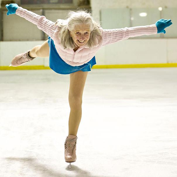 かっこいい老人:アイススケーターの87歳