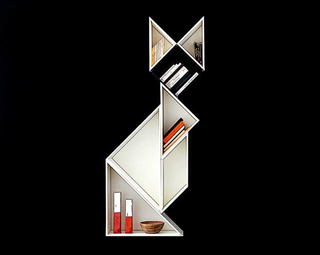 お洒落なデザインの本棚:積み木で作ったキツネ