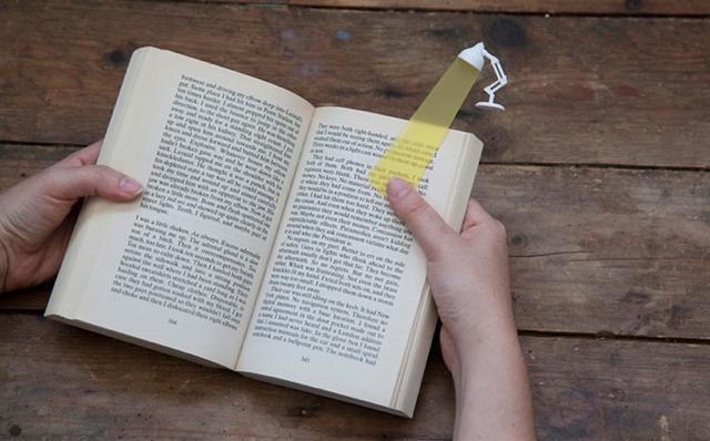 お洒落な栞:何処まで読んだのか、スポットライトで照らしてくれるしおり