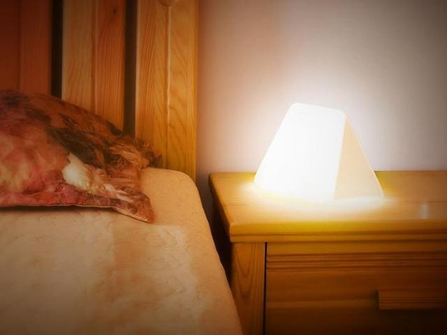 お洒落な栞:枕元の照明