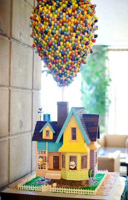 創作ケーキ:宙に浮かぶ家