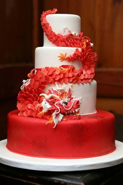 創作ケーキ:演技の良さそうなレッドドラゴン