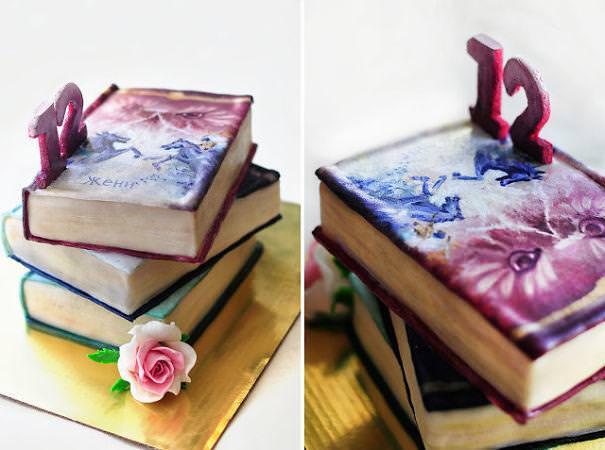 創作ケーキ:3冊の本