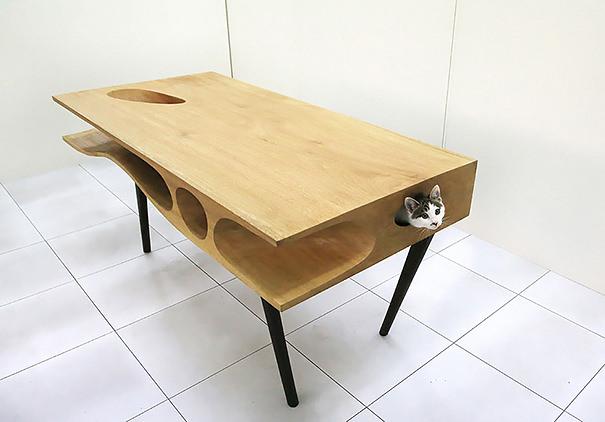 仕事中でも、常にあなたの近くでネコが遊んでいられるための机