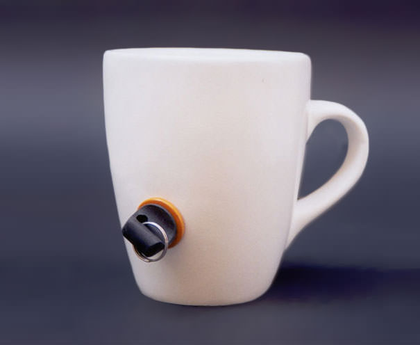 他人の無断使用防止機能付きマグカップ