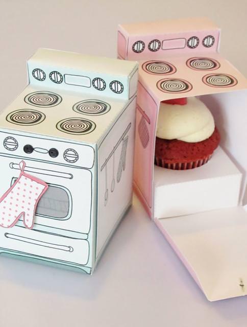 オーブンをかたどった、カップケーキのパッケージデザイン