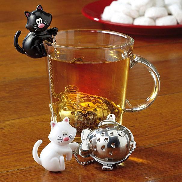 おしゃれな茶こし(ティーストレーナー):魚を捕まえた猫