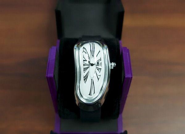 サルバドール・ダリの「記憶の持続性」をモチーフにした腕時計