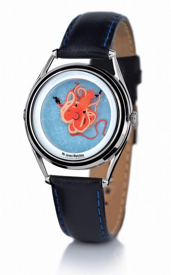 大イカに囚われた人をモチーフにした腕時計