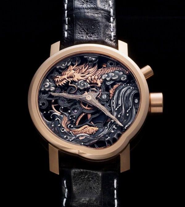 スケルトンのドラゴン腕時計