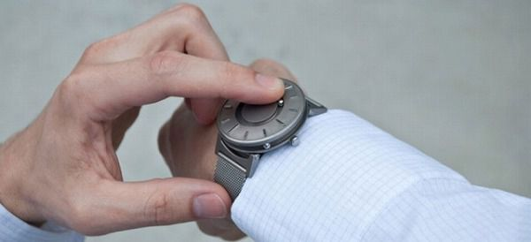 盲目の人用腕時計