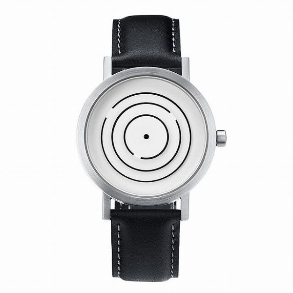 三重の輪で時刻が表示される腕時計