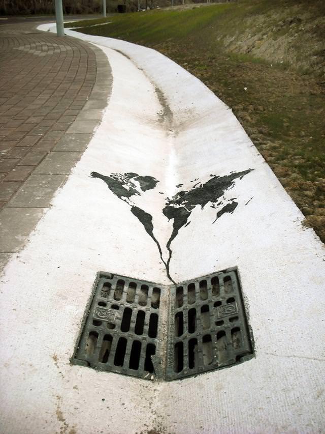 環境問題の風刺画:地面の下へ沈み込んでいく世界