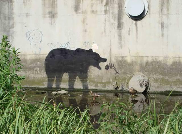 環境問題の風刺画:環境汚染で食料難の動物たち