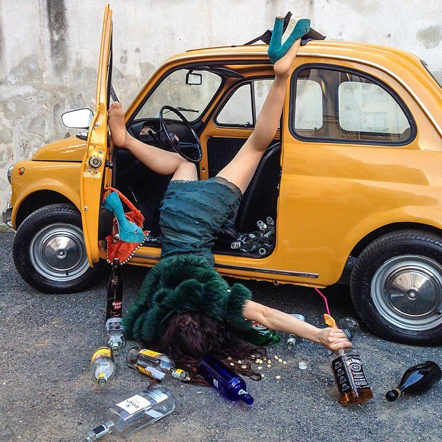 車から降りて転んだ面白画像