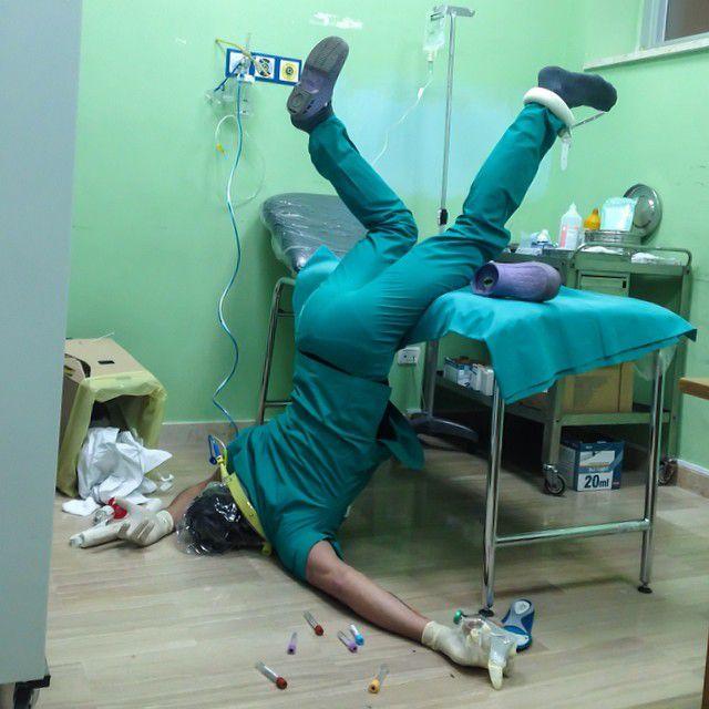 病院のベッドから転んだ面白画像
