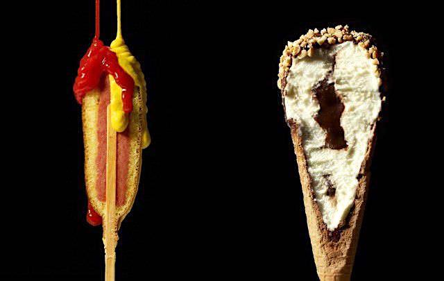 アメリカンドッグとコーン入りアイスクリームの断面写真