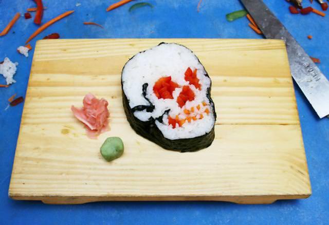 巻き寿司アート13:ドクロ