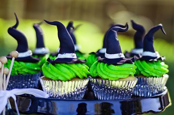 魔女の帽子をモチーフにしたハロウィンケーキ