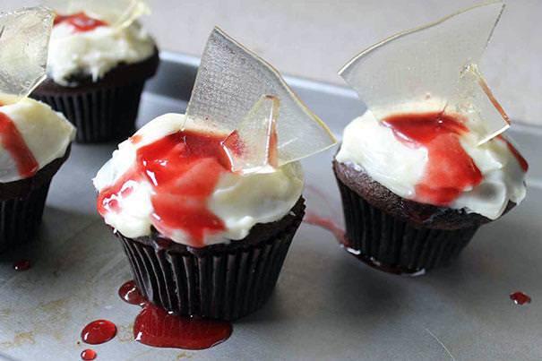 割れたガラスが刺さっているかのようなハロウィンケーキ