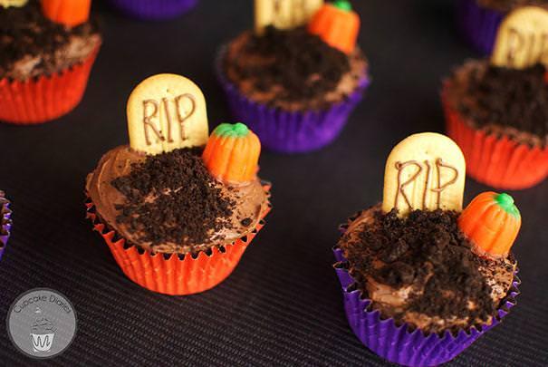 お墓をモチーフにしたハロウィンケーキ