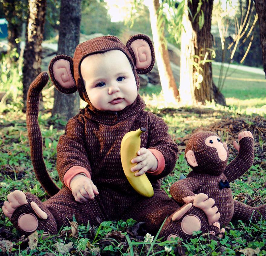 お猿の親子とバナナの仮装