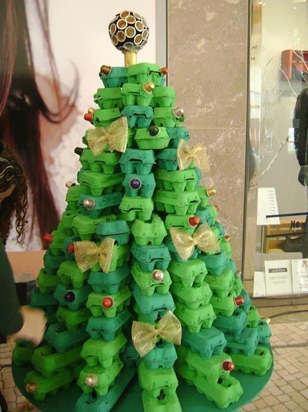 玉子パックで手作りしたクリスマスツリー